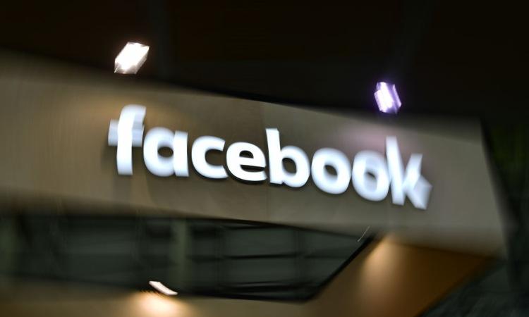 Una scritta relativa a Facebook
