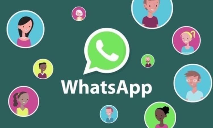 Il logo di Whatsapp e alcune emoticon