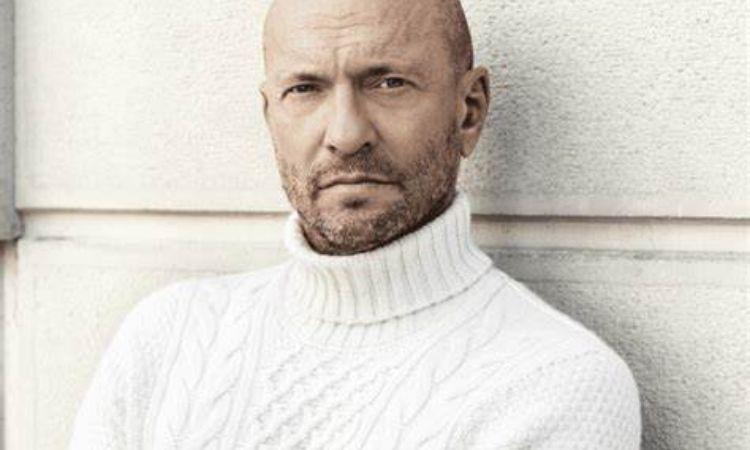 Biagio Antonacci maglione bianco