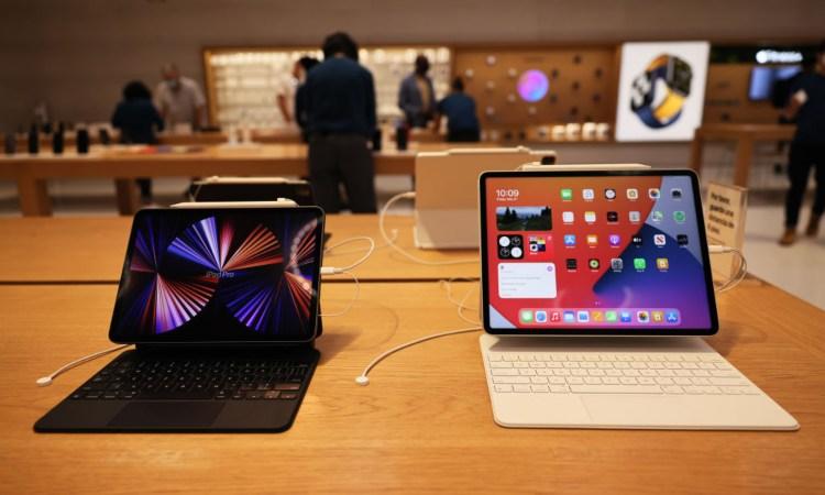 Due display di differenti dimensioni