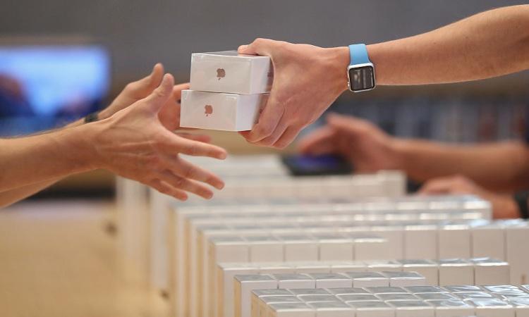 Due Apple dentro una scatola