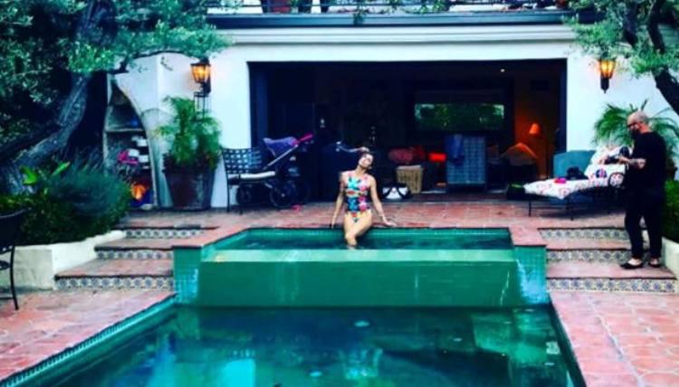 È una villa a due piani con piscina: ecco la casa da sogno di Elisabetta Canalis