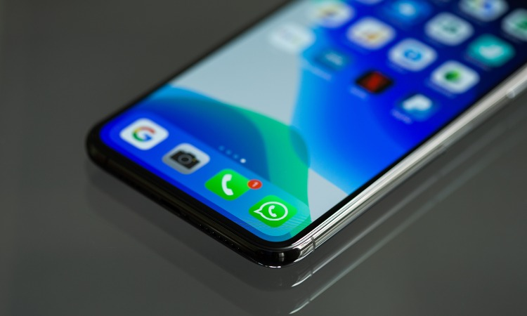 icona di whatsapp su smartphone