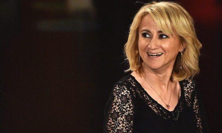 Luciana Littizetto sorride