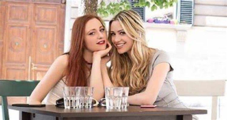 Martina e Flavia Stella sorridono
