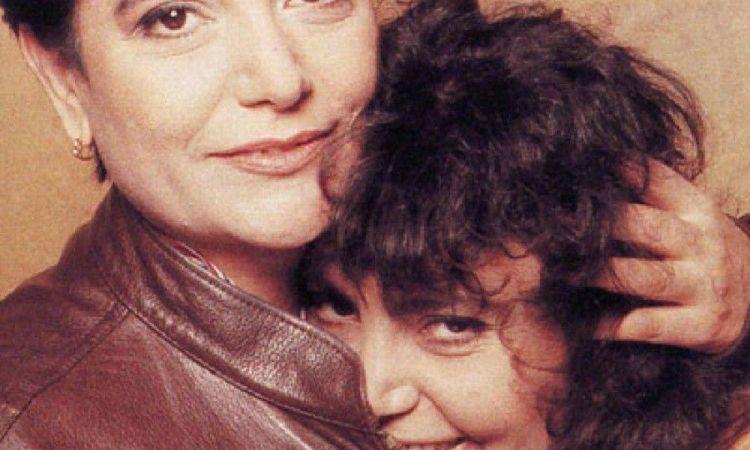 Loredana e Mia martini abbracciate