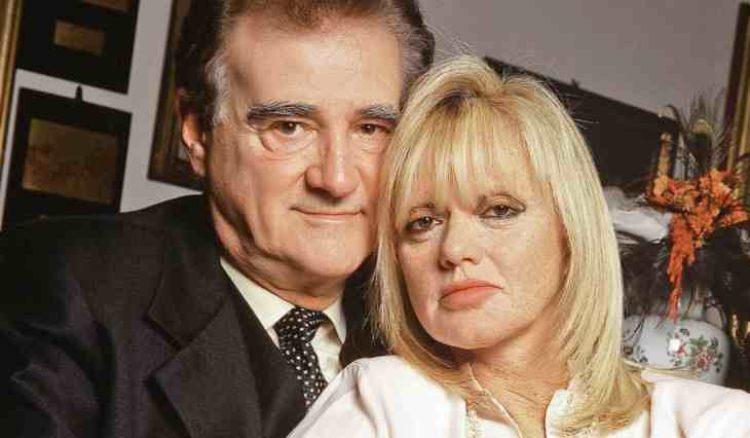 Teddy Reno e Rita Pavone sorridono