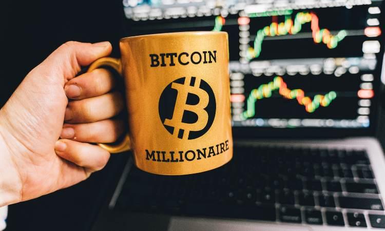 tazza con scritta Bitcoin
