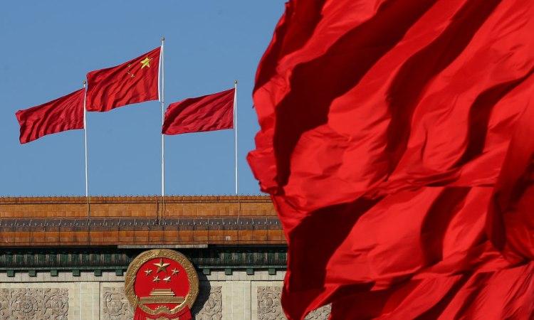 Un poò di bandiere cinesi sventolate dal vento