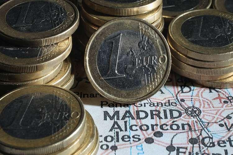 Un po' di monete da 1 euro vicine tra di loro