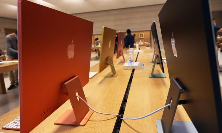 Alcuni display della Apple vicini tra di loro