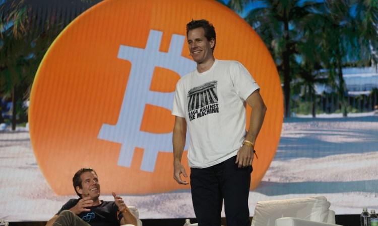 Una scritta inerente il simbolo dei Bitcoin