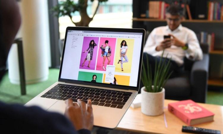 Un sito di e-commerce visto da un pc