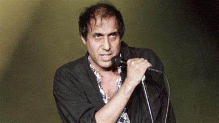 Adriano Celentano microfono