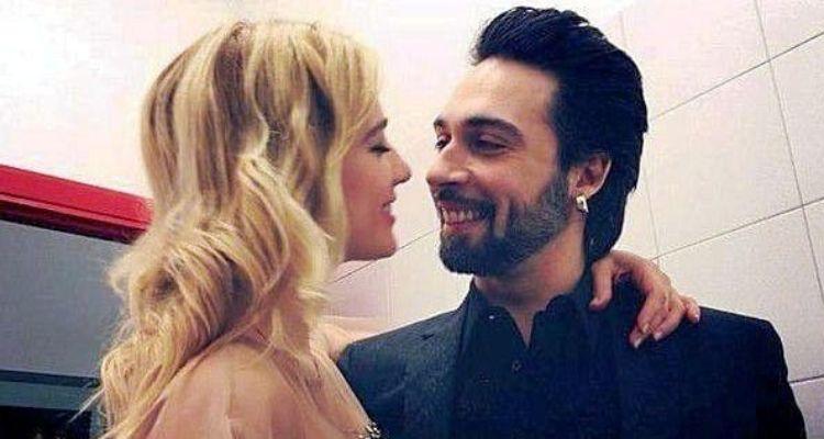 Clizia e Francesco si baciano