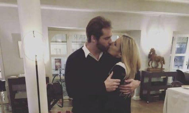 Michelle e Tomaso si baciano