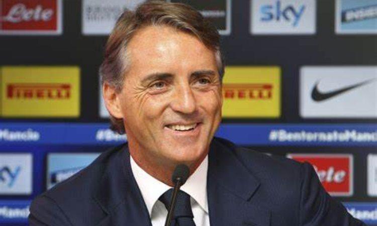 Roberto Mancini sorride