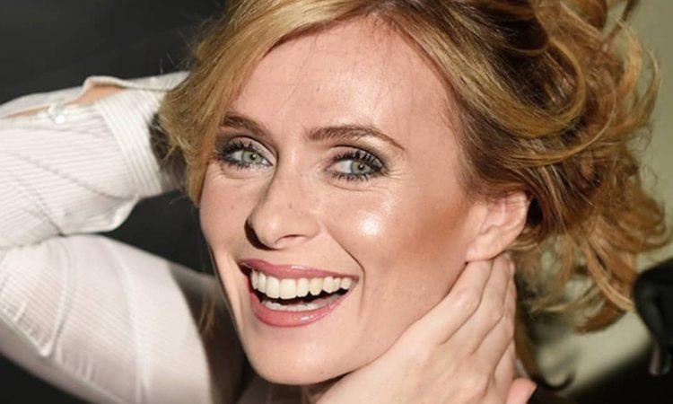 Serena Autieri sorride