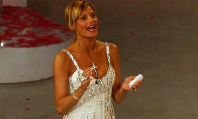 Simona Ventura vestito bianco