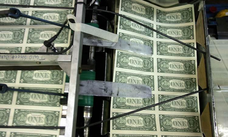 Un po' di banconote durante la loro stampa