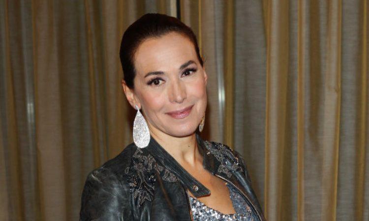 Barbara D'Urso fotografata con gli orecchini