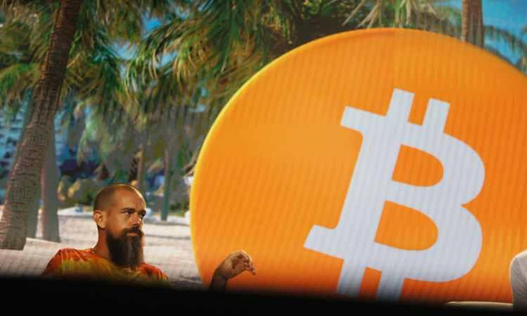 Jack Dorsey, CEO di Twitter, durane una conferenza sui Bitcoin