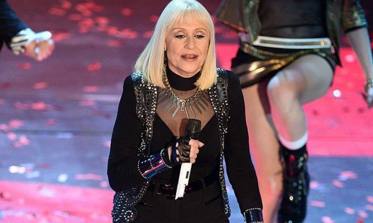 Una fotografia di Raffaella Carrà sul palcoscenico