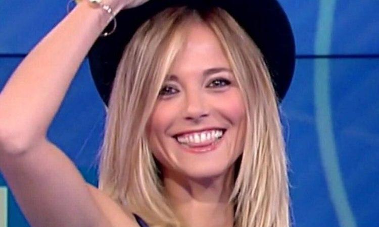 Fra sorride con il cappello (foto web)