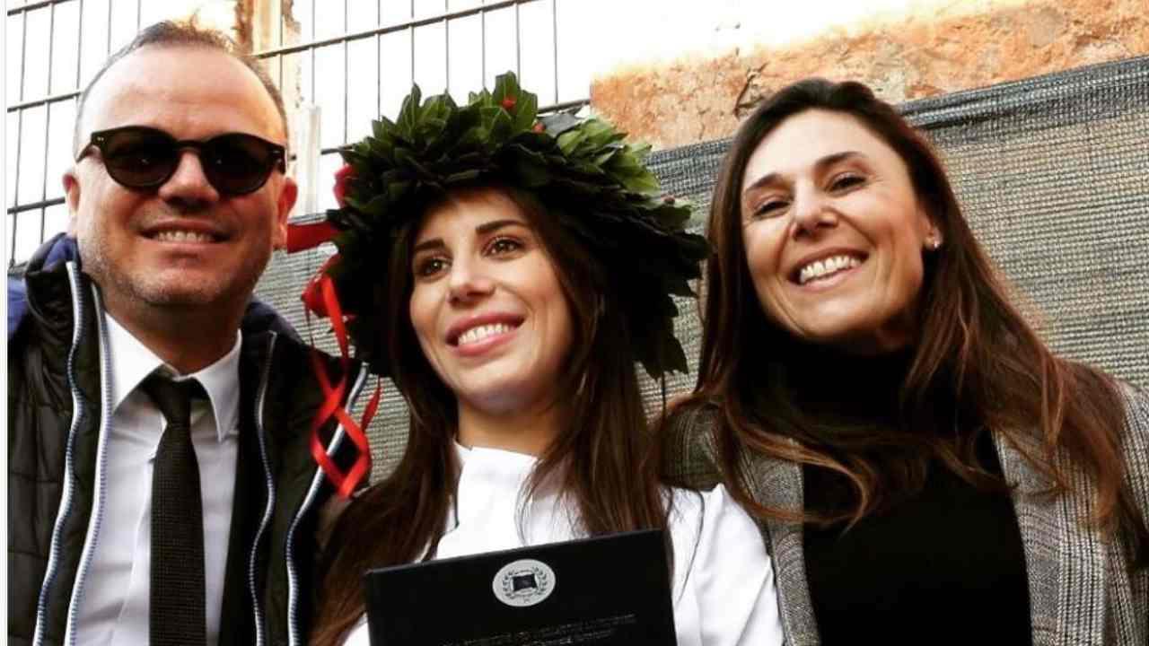 Gigi e Ilaria D'Alessio, Carmela Barbato
