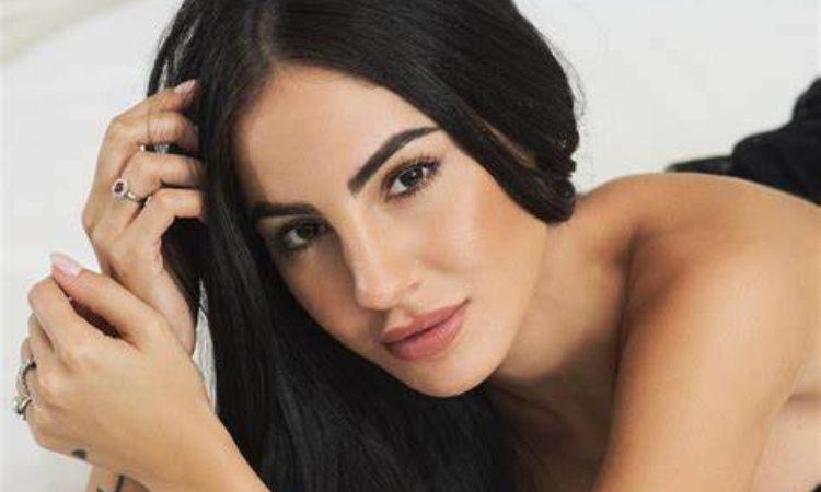 Giulia De Lellis sorride