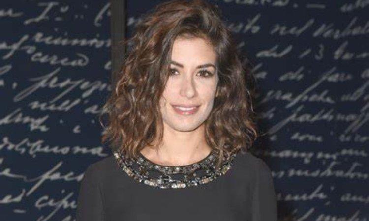 Giulia Michelini sorride