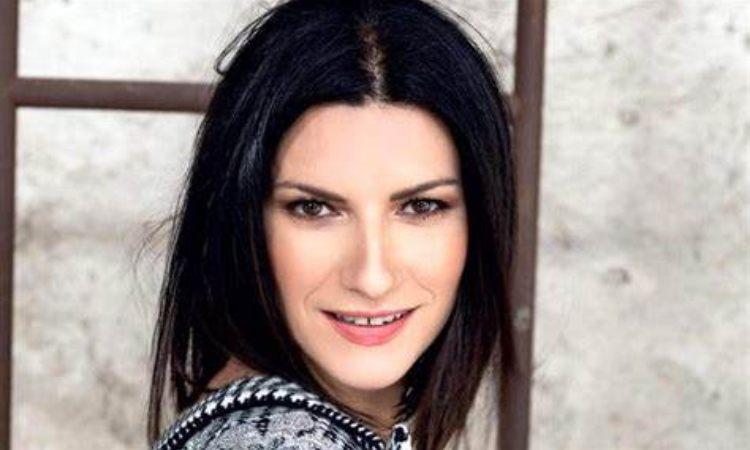 Laura Pausini sorride