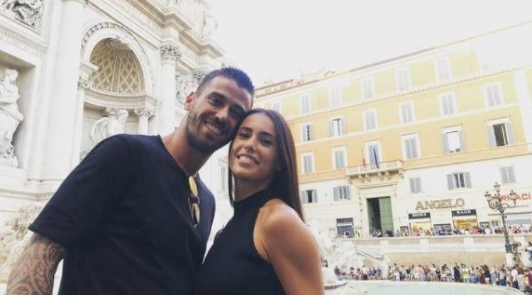 Spinazzola e moglie sorridono
