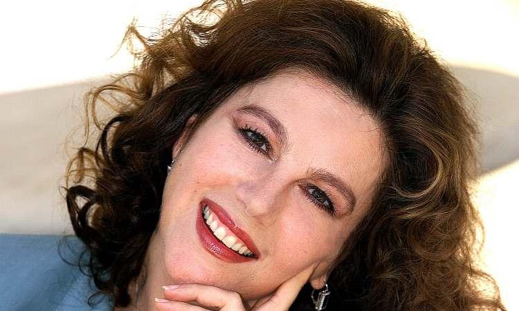 Stefania Sandrelli sorride