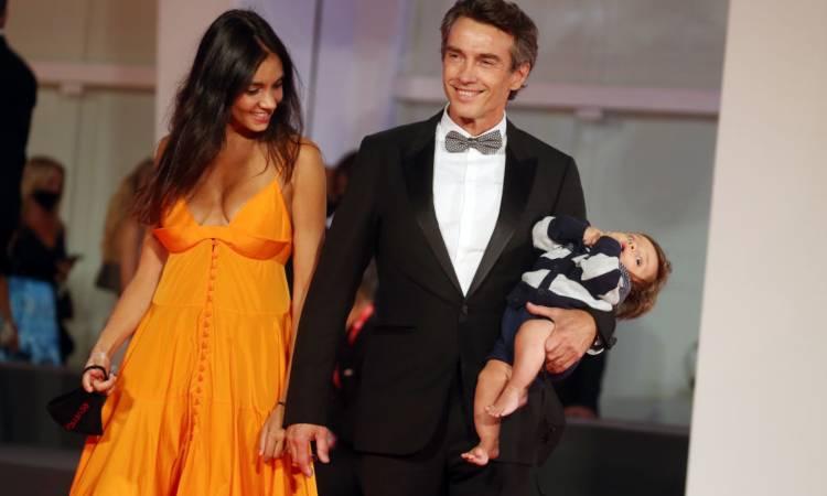 La splenida famiglia di Alessio Boni .