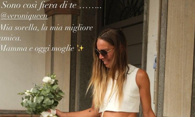 La sorella di Giulia De Lellis con dei fiori in mano