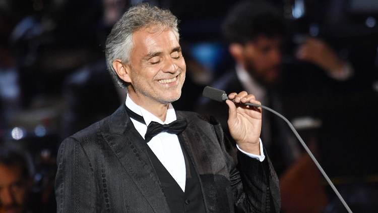Bocelli giacca nera (foto web)