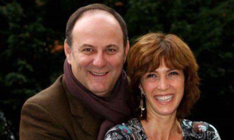 Gerry e Mari sorridono