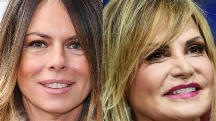 Paola Perego e simona sorridono