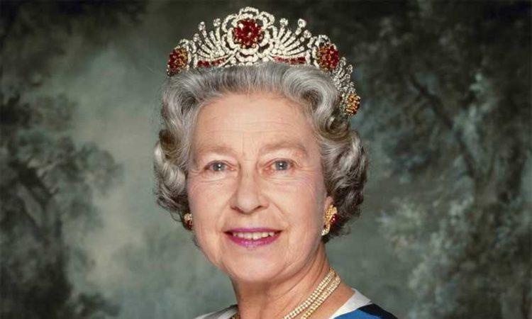 La regina sorride