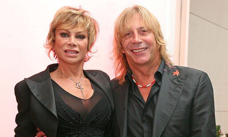 Carmen Russo e Enzo Paolo Turchi sorridenti