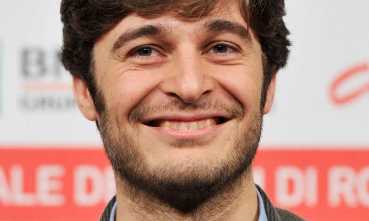 Lino Guanciale sorridente