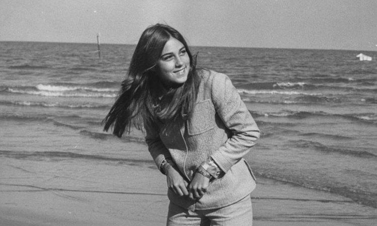 Romina Power fotografata a mare
