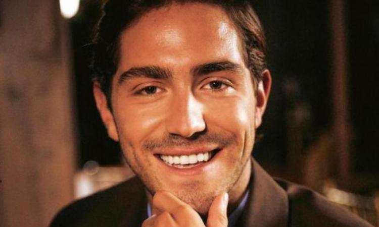 Tommy sorride