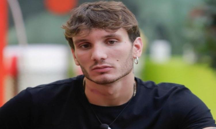 Manuel Bortuzzo con una maglia scura