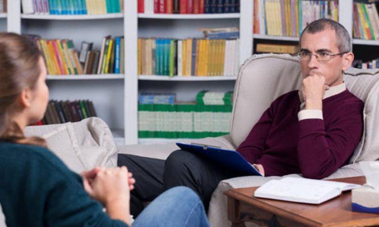 Una paziente mentre parla col suo psicologo